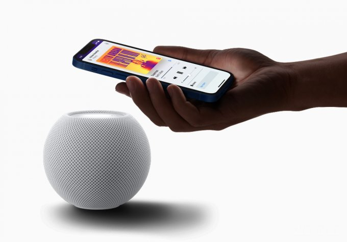 Apple представила миниатюрную смарт колонку HomePod mini (6 фото)